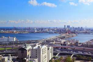 神戸市市役所展望ロビーから望むポートアイランド方面の展望の写真素材 [FYI02094088]