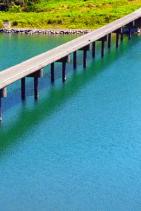 四万十川と三里沈下橋の写真素材 [FYI02094284]