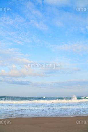 朝の日本海・片野海岸の写真素材 [FYI02094291]
