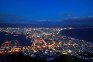 函館山山頂より函館市街夜景の写真素材 [FYI02094734]