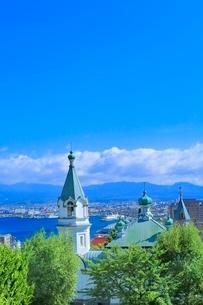 函館 教会の街並みと函館港の写真素材 [FYI02094771]
