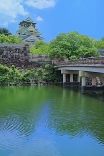 大阪城 極楽橋と天守閣の写真素材 [FYI02094776]