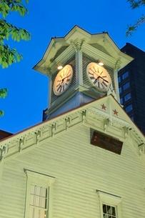 札幌,時計台のライトアップの写真素材 [FYI02094861]