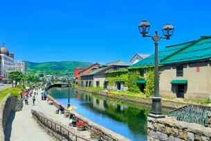 小樽,小樽運河と倉庫群の写真素材 [FYI02095139]