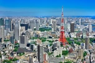 六本木ヒルズより東京タワーと東京の街並み展望の写真素材 [FYI02095180]