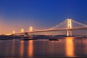 瀬戸大橋ライトアップの写真素材 [FYI02095258]