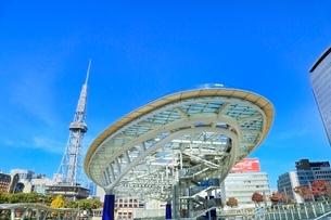 名古屋・オアシス21,水の宇宙船と名古屋テレビ塔の写真素材 [FYI02095453]