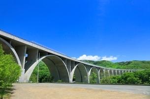 上信越自動車 ローマン橋の写真素材 [FYI02095499]