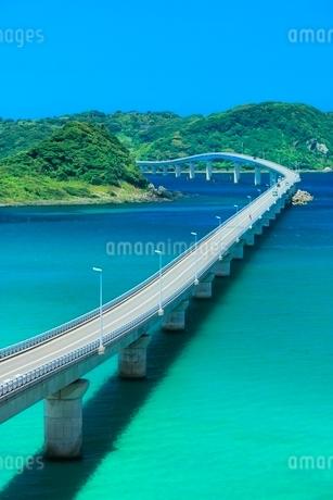 角島と角島大橋に海士ヶ瀬の写真素材 [FYI02095526]