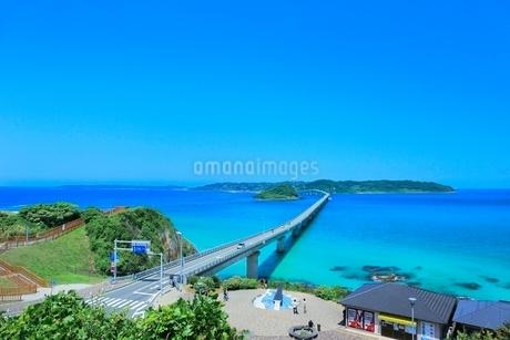 角島と角島大橋に海士ヶ瀬の写真素材 [FYI02095860]