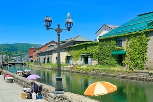 小樽,小樽運河と倉庫群の写真素材 [FYI02096125]