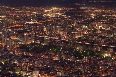 札幌,もいわ山山頂展望台から望む市街夜景の写真素材 [FYI02096157]