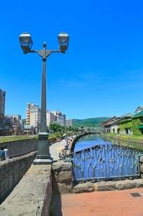 小樽,小樽運河と倉庫群の写真素材 [FYI02096257]