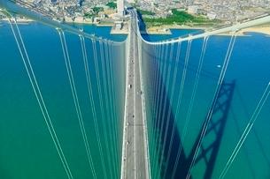 明石海峡大橋(パールブリッジ)主塔頂から神戸側を望むの写真素材 [FYI02096411]
