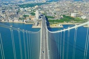 明石海峡大橋(パールブリッジ)主塔頂から神戸側を望むの写真素材 [FYI02096544]