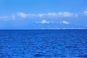 望郷台より根室海峡と北方領土・国後島の写真素材 [FYI02096614]