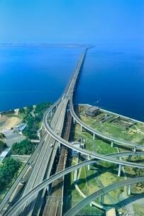 阪神高速りんくうJ・C・Kとスカイゲートブリッジの写真素材 [FYI02096847]