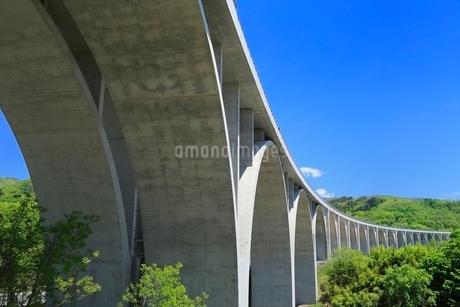 上信越自動車 ローマン橋の写真素材 [FYI02097013]