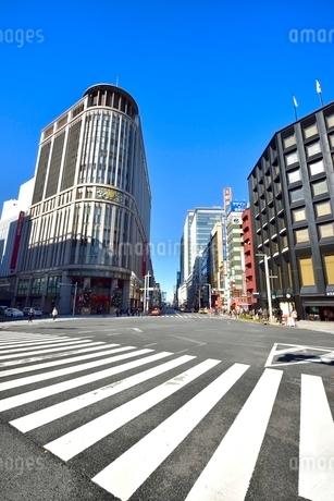 日本橋北詰交差点と街並みの写真素材 [FYI02097453]