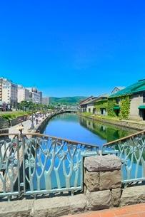 小樽,小樽運河と倉庫群の写真素材 [FYI02097515]