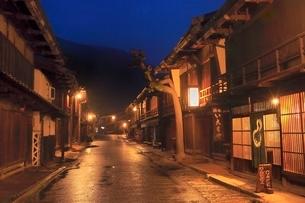 木曽 妻籠宿の夜景の写真素材 [FYI02097554]