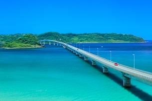 角島と角島大橋に海士ヶ瀬の写真素材 [FYI02097601]