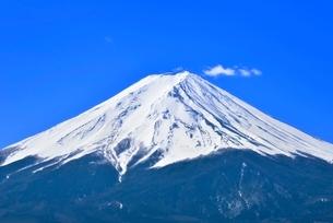 富士河口湖町より富士山と雲の写真素材 [FYI02097716]