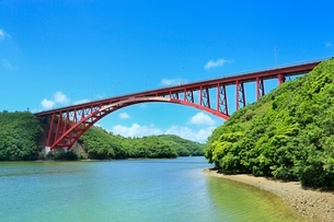 伊勢志摩,的矢湾と的矢湾大橋の写真素材 [FYI02097755]