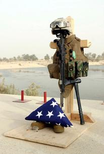 A fallen soldiers gear display.の写真素材 [FYI02098709]