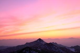 横手山より望む夕焼け空の写真素材 [FYI02098833]