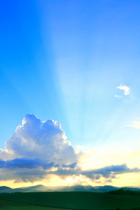 入道雲と光芒の写真素材 [FYI02099053]