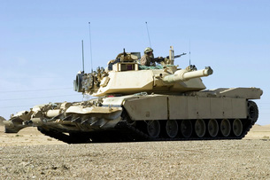 U.S. Marines provide security in a battle tank.の写真素材 [FYI02099149]