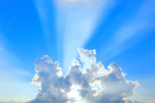 入道雲と光芒の写真素材 [FYI02099154]