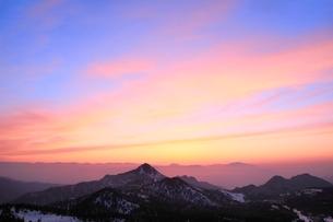 横手山より望む夕焼け空の写真素材 [FYI02099155]