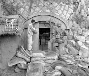 Korean civilian shows U. S. Marine dynamite cache near Inchoの写真素材 [FYI02099254]