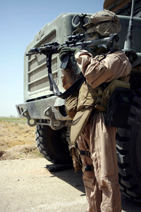 A soldier provides security for Marines.の写真素材 [FYI02099343]