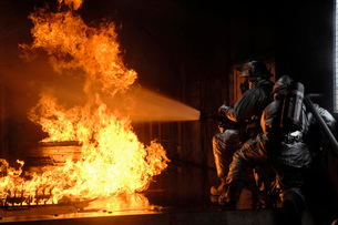Firefighters extinguish a simulated battery fire.の写真素材 [FYI02099575]