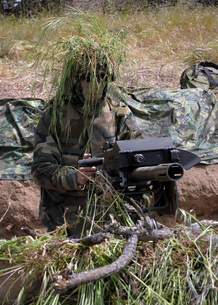 A soldier manning an MK-19 automatic crew serve grenade launの写真素材 [FYI02099625]