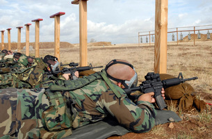 Soldiers sight M-4 rifles down range while wearing MCU-2 proの写真素材 [FYI02099635]