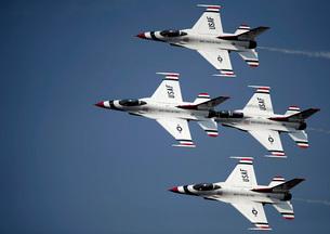 The U.S. Air Force Thunderbird demonstration team.の写真素材 [FYI02099639]