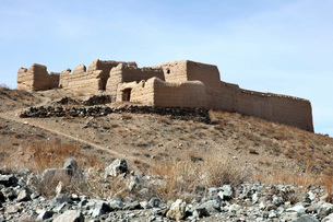 A fortified compound in the village of Akbar Kheyl, Afghanisの写真素材 [FYI02099652]