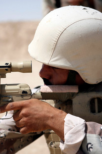 Iraqi Army Sergeant sights in down range during an advancedの写真素材 [FYI02099671]