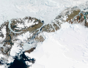The summer thaw around Ellesmere Island, Canada, and northweの写真素材 [FYI02099677]