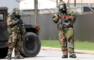 Soldiers stand guard at an intersection during a bomb threatの写真素材 [FYI02099773]
