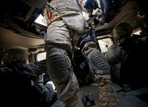 Sailors learn convoy procedures during the U.S. Navy Individの写真素材 [FYI02099777]