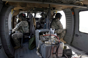 U.S. Army soldiers watch for hazards during a flight to provの写真素材 [FYI02099800]