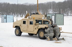 U.S. soldiers take cover behind a humvee during Combat Suppoの写真素材 [FYI02099843]