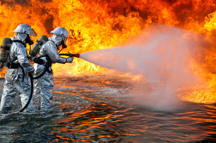 An aircraft rescue firefighting team attempts to spray out aの写真素材 [FYI02099845]