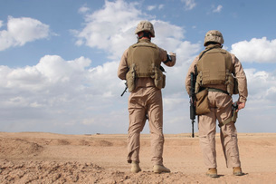 Marines scan the horizon for insurgent activity during a secの写真素材 [FYI02099862]