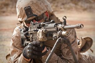 A squad automatic weapon gunner provides security.の写真素材 [FYI02099980]
